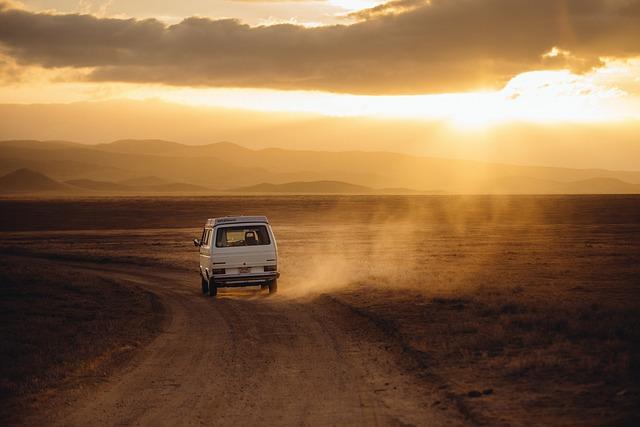 Wyjazdy międzynarodowe czy musimy podróżować prywatnym samochodem?