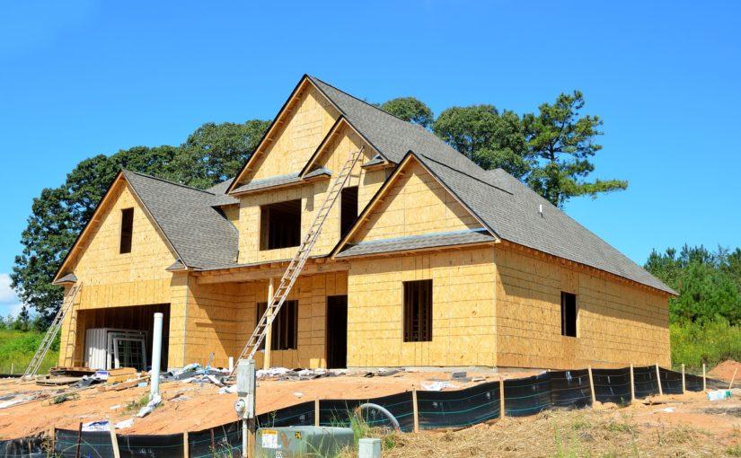 Ściśle z bieżącymi przepisami świeżo stawiane domy muszą być energooszczędne.