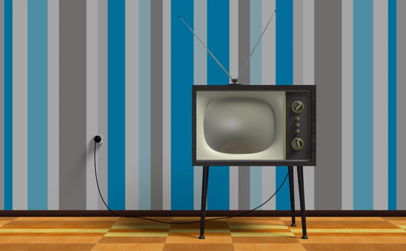 Samotny relaks przed telewizorem, lub niedzielne serialowe popołudnie, umila nam czas wolny oraz pozwala się zrelaksować.